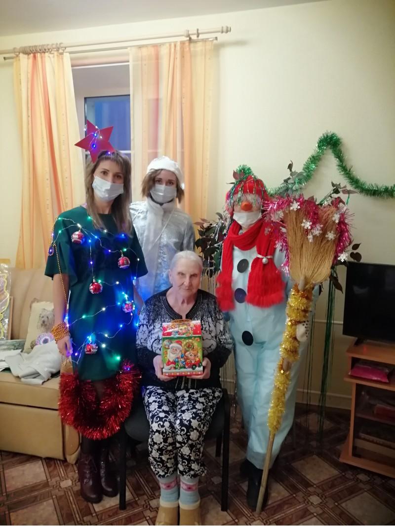 Новогоднее настроение для граждан старшего поколения